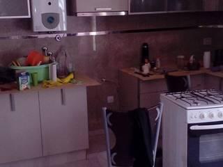 Colocación de cerámicas en una cocina : Cocinas de estilo clásico por Priscila Construcciones