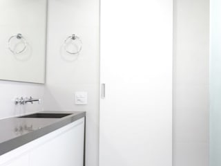 AP. Mariano Banheiros modernos por INTRIO Moderno