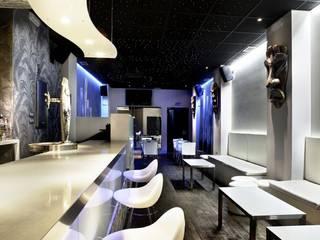 Vista desde la barra: Bares y Clubs de estilo  de LCC, Licitaciones y Contrataciones de Construcción