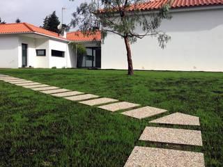 CORTICEIRO - JARDIM J&B:   por Jardins e Exteriores - Arthur Pereira - Arqto. Paisagista,Minimalista