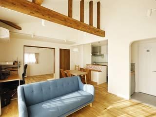 ちょうどいい距離感の二世帯住宅: 株式会社スタイル工房が手掛けたです。