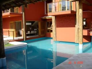 Residência Luciano: Piscinas  por Maria Dulce arquitetura,Tropical