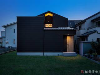 光と風の通り道。緑が映える高原リゾート風ハウス: 納得住宅工房株式会社 Nattoku Jutaku Kobo.,Co.Ltd.が手掛けた家です。