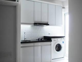 PR Apartment Oleh byatelier Modern