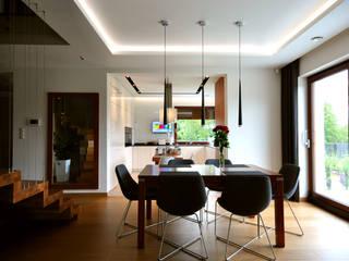 PROJEKT WNĘTRZA DOMU W OPOCZNIE : styl , w kategorii Jadalnia zaprojektowany przez Piotr Stolarek Projektowanie Wnętrz