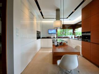 PROJEKT WNĘTRZA DOMU W OPOCZNIE : styl , w kategorii Kuchnia zaprojektowany przez Piotr Stolarek Projektowanie Wnętrz