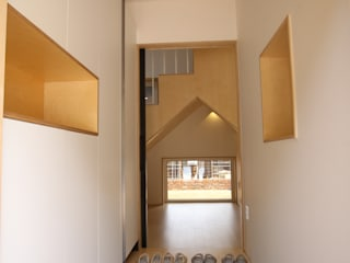 Коридор, прихожая и лестница в модерн стиле от 위드하임 Модерн
