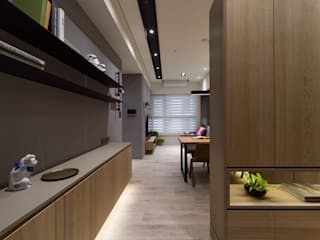 Salas de estar modernas por 楊允幀空間設計 Moderno