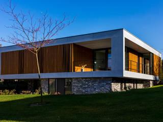 voorgevel en rechterzijgevel:  Villa door 3d Visie architecten