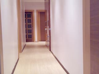 Couloir et hall d'entrée de style  par PLAN B,