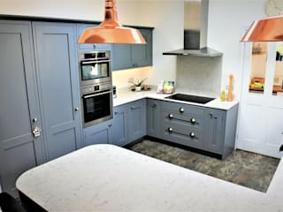 REGENT SHAKER PAINTED INFRAME SOLID OAK IN FARROW & BALL PLUMMET (NO272). by Glenlith Interiors (Scotland) Ltd Modern