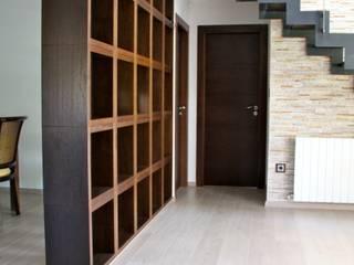 Rehabilitación casa de campo y decoración de interiores en Elche (Alicante) Pasillos, vestíbulos y escaleras de estilo mediterráneo de Asun Montoya Estudio Interiorismo Mediterráneo