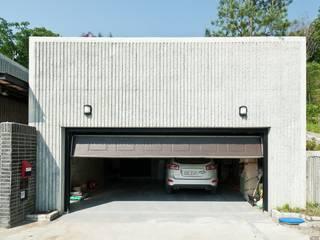 moderne Garage & Schuppen von 건축사사무소 아키포럼