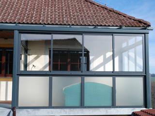 Wintergarten auf Balkon Schmidinger Wintergärten, Fenster & Verglasungen Klassischer Wintergarten Glas Grau