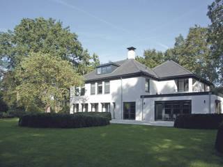 VERBOUWING EN UITBREIDING VAN VILLA - Hilversum:   door Architectenburo de Vries en Theunissen