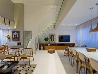 Apartamento Horto Florestal - BA: Escadas  por Pires e Medeiros Arquitetura,Moderno