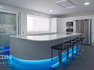 Built-in kitchens by PEDINI MADRID · La Credenza estudio, Modern