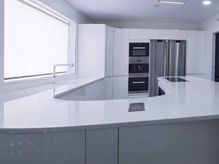 Kitchen by PEDINI MADRID · La Credenza estudio, Modern