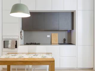 Cocinas de estilo moderno de Angelo Talia Moderno