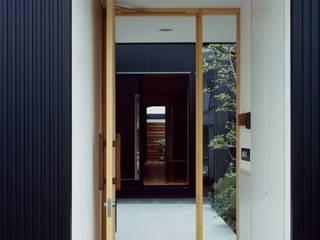 中庭: 前田工務店が手掛けた木造住宅です。