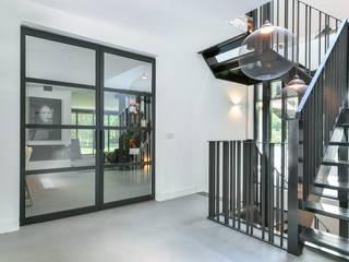 Project Huizen:   door Skygate - Betaalbare stalen binnendeur