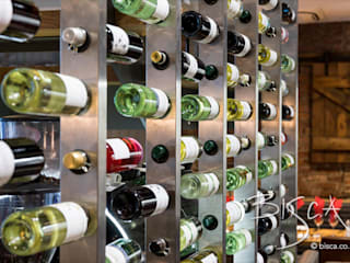 Restaurant Staircase and Wine Wall Bisca Staircases Espacios comerciales de estilo clásico Hierro/Acero Metálico/Plateado