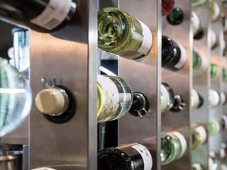 Restaurant Staircase and Wine Wall Bisca Staircases Spazi commerciali in stile classico Ferro / Acciaio Metallizzato/Argento