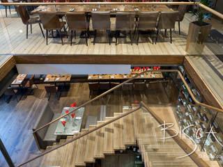Restaurant Staircase and Wine Wall Bisca Staircases Espacios comerciales de estilo clásico Madera Acabado en madera