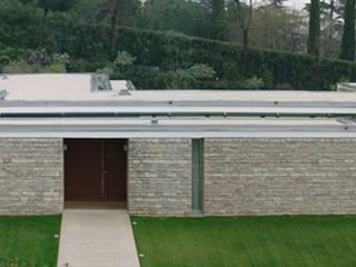 Villa sui Ronchi: Case in stile  di Gianfranco Sangalli Architetti, Minimalista