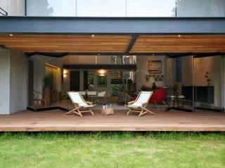 JACARANDAS HOUSE Balkon, Beranda & Teras Modern Oleh Hernandez Silva Arquitectos Modern