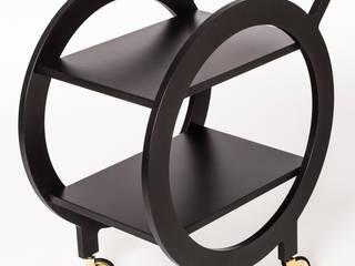 poimia kukkia: schwarzer Barwagen NINJA aus Valchromat mit Messingdetails: modern  von poimia kukkia,Modern