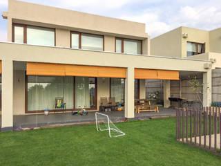 : Casas de estilo  por Piscinas Espectaculares