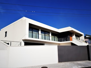 Modern home by Jesus Correia Arquitecto Modern