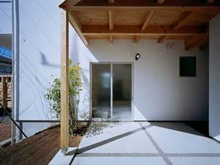 毛利台の家: 前田工務店が手掛けた引き戸です。