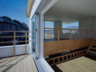 毛利台の家: 前田工務店が手掛けたベランダです。