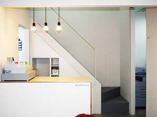 사무실 인테리어: (주)건축사사무소 예인그룹의  계단