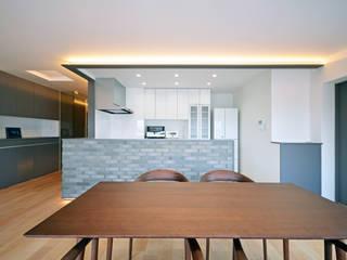 Ruang Makan Modern Oleh 大塚高史建築設計事務所 Modern