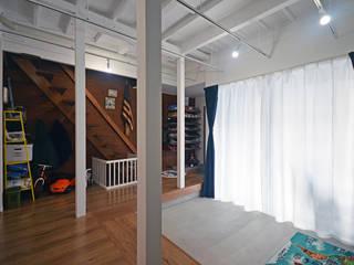 中野の家リノベーション トロピカルスタイルの 玄関&廊下&階段 の 大塚高史建築設計事務所 トロピカル
