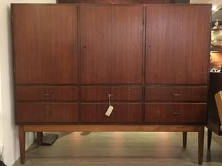 丹麥1950年代實木邊櫃:   by 北歐觀點老件家具專賣店
