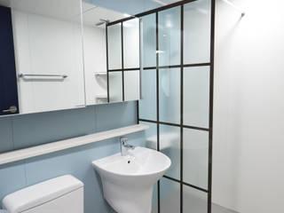 Modern Bathroom by 씨엘하우스 Modern