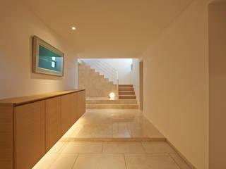 FSMR: アトリエモノゴト 一級建築士事務所が手掛けた廊下 & 玄関です。
