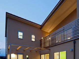 風が抜ける広いリビングの家: 小町建築設計事務所が手掛けた家です。,