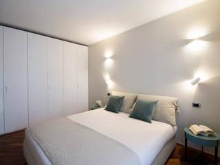 Camera matrimoniale Camera da letto moderna di StarTips Moderno