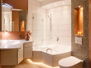 Das Ehebett-Badezimmer : moderne Badezimmer von Badmanufaktur H&S GmbH