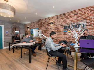 High Street Office de The Market Design & Build Moderno