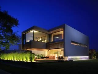 Houses by Hernandez Silva Arquitectos, Modern