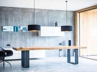 Tisch Aurea von Toni Egger Tischlerei Minimalistisch