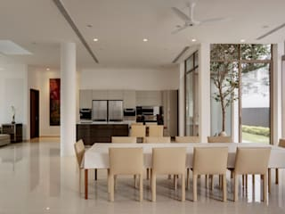 4 Connecting Voids House at 21 Jalan Mariam Modern living room by Lim Ai Tiong (LATO) Architects Modern