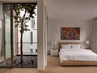 Moderne Schlafzimmer von Lim Ai Tiong (LATO) Architects Modern