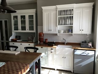 Country Kitchen and stacking doors Nick and Nelly Kitchens KitchenCabinets & shelves White